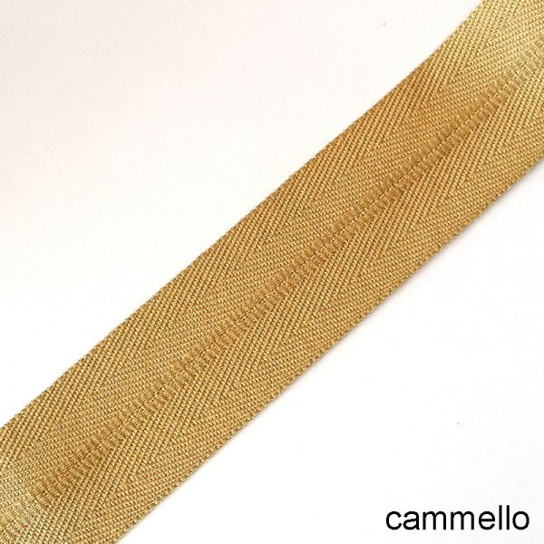 bordo tappeto cammello
