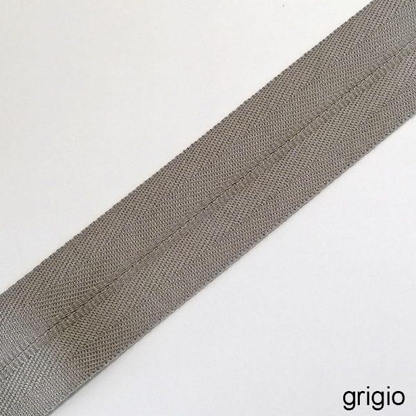 bordo tappeto grigio