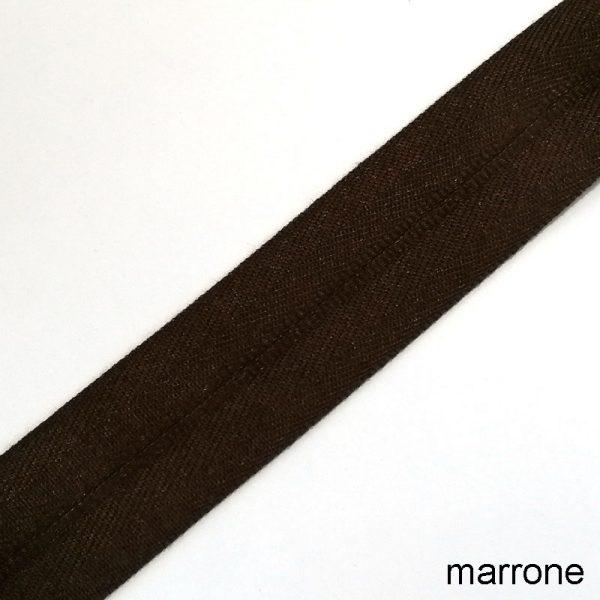 bordo tappeto marrone